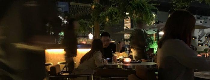 JING Bar is one of Lugares favoritos de Andrea.