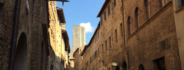 San Gimignano is one of สถานที่ที่ Bahar ถูกใจ.
