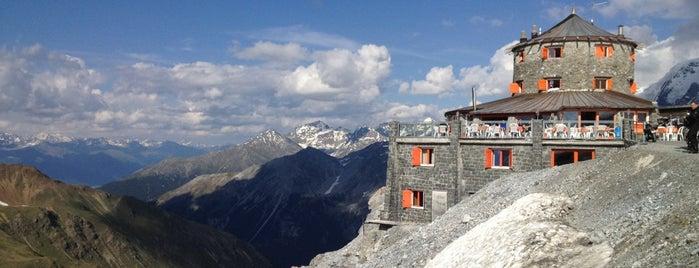 Tibet Hütte is one of Tempat yang Disukai Christian.