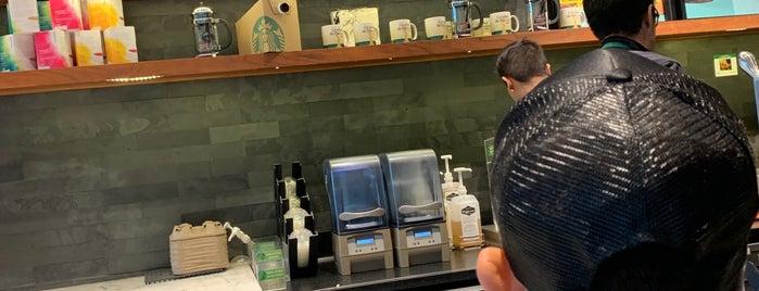Starbucks is one of Posti che sono piaciuti a Julye.