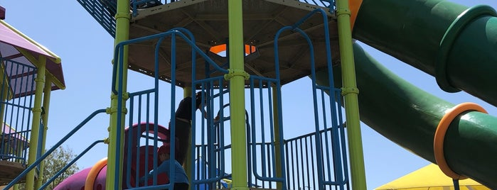 Heather Farm Park Playground is one of Pour Lea.