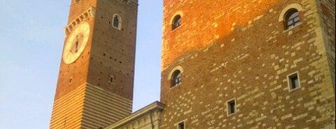 Palazzo della Ragione is one of Por visitar.