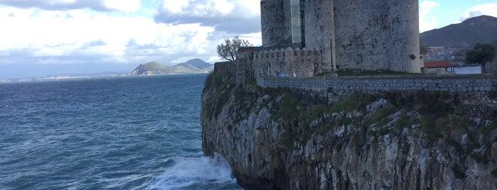 Castillo-Faro is one of De turismo por Cantabria.