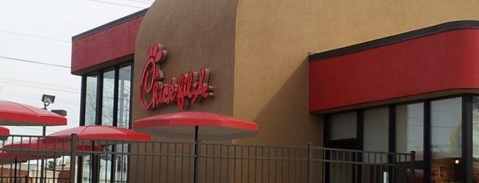 Chick-fil-A is one of Lugares favoritos de Lulu.