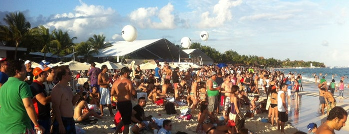 Lolita Beach is one of สถานที่ที่ Fernando ถูกใจ.