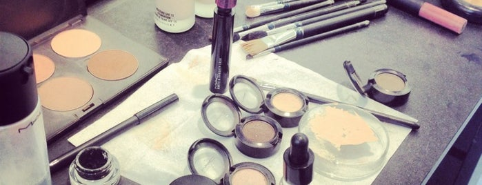 MAC Cosmetics is one of Orte, die iremnur gefallen.