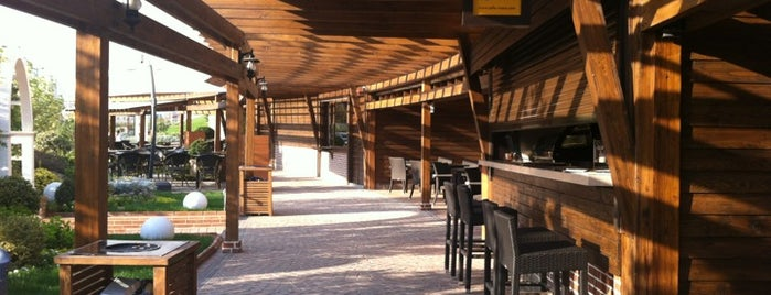 Wooden Road Food Court | رستوران‌های راه چوبی is one of Lieux qui ont plu à Taha.