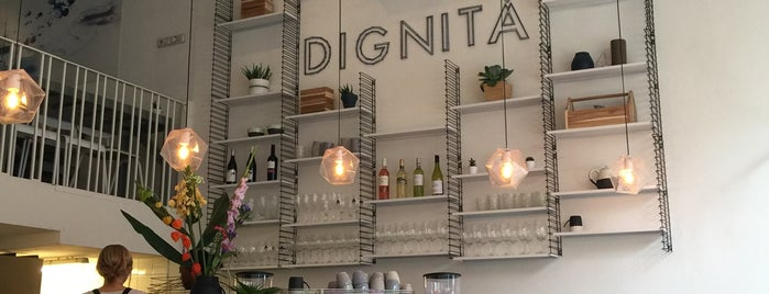 Dignita Restaurant is one of Locais salvos de Chris.