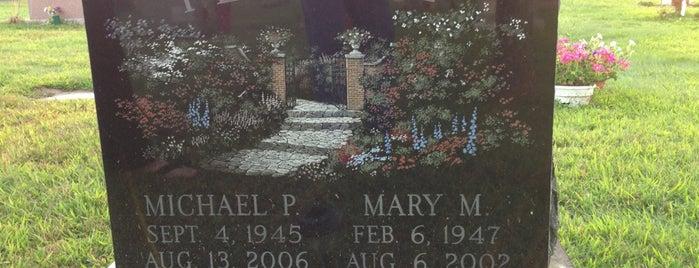 Hazardville Cemetery is one of Locais curtidos por Lindsaye.