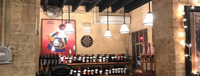 Manny's Bar is one of Nestor 님이 저장한 장소.