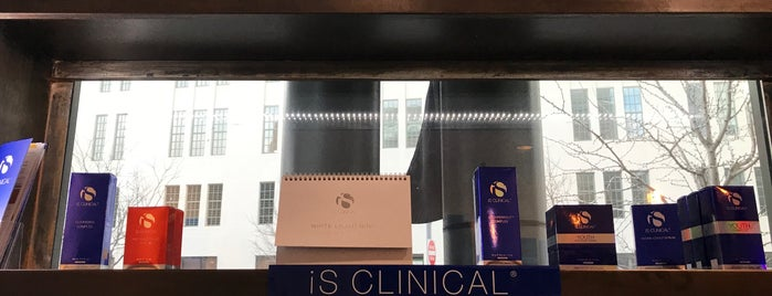 N4 Med Spa + Salon is one of Lieux qui ont plu à Gaby.