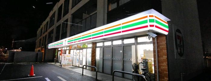 7-Eleven is one of Lugares favoritos de Tomato.