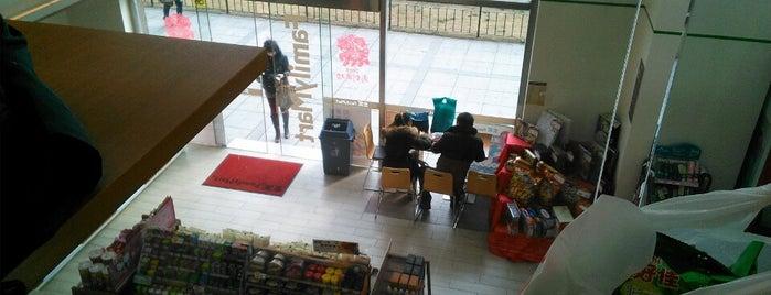 Family Mart (全家) is one of สถานที่ที่ Tomato ถูกใจ.