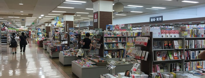 平和書店 アビオシティ加賀店 is one of Locais curtidos por Tomato.