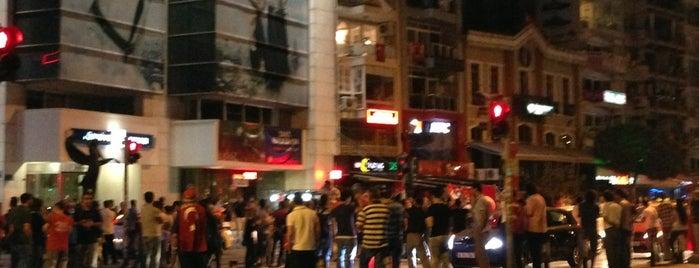 Karşıyaka Çarşı is one of En çok check-inli mekanlar.