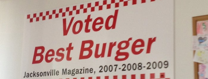 Five Guys is one of Orte, die Tasha gefallen.