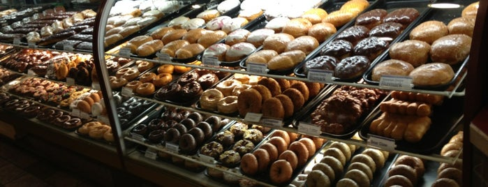 LaMars Donuts and Coffee is one of Chelly: сохраненные места.