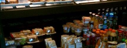 Starbucks is one of Lugares favoritos de Kellie.