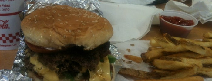 Five Guys is one of Danielさんの保存済みスポット.
