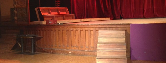 Hubbard Hall Theatre is one of Hayley'in Kaydettiği Mekanlar.