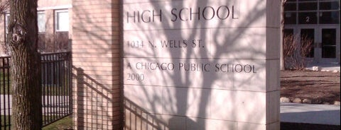 Walter Payton High School is one of Dさんのお気に入りスポット.