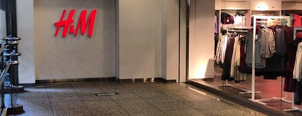 H&M is one of สถานที่ที่ yas ถูกใจ.