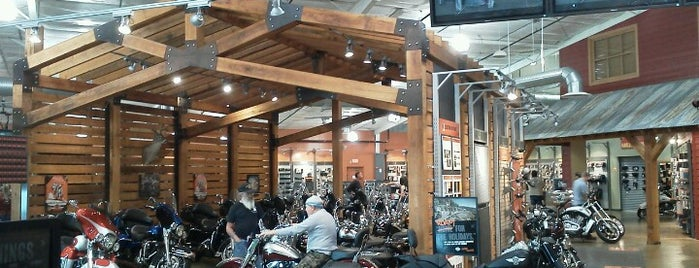 Harley-Davidson of Brandon is one of Betsyさんのお気に入りスポット.