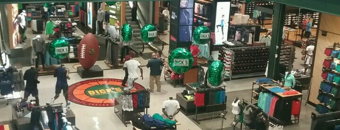 DICK'S Sporting Goods is one of Orte, die Rita gefallen.