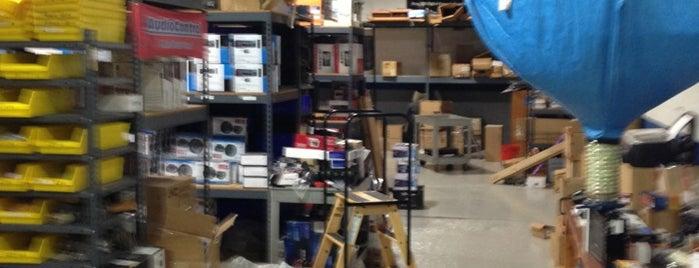 Audio warehouse is one of Orte, die Omar gefallen.