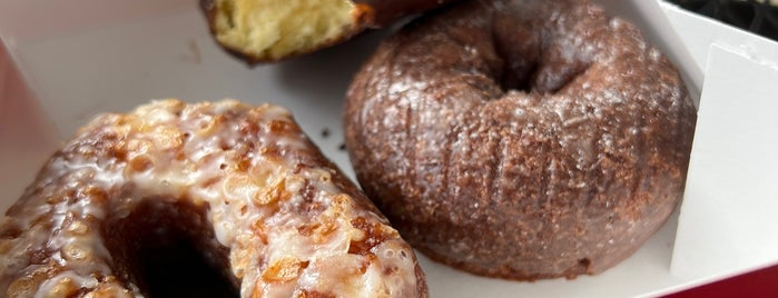 Glaze Donuts is one of July Road Trip.
