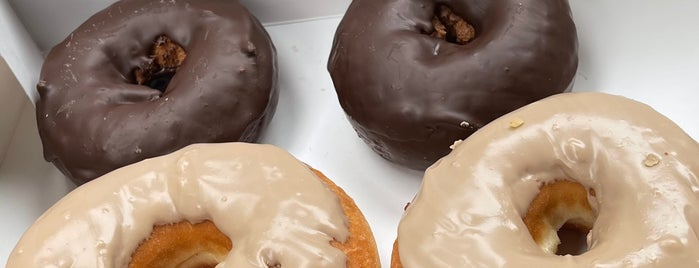 Glaze Donuts is one of Whitさんの保存済みスポット.