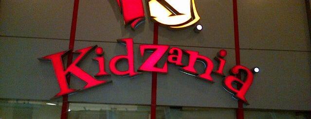 KidZania is one of สถานที่ที่บันทึกไว้ของ Pinky.