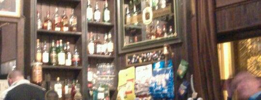 Churchill's - The English Pub is one of Bruxelas & Amsterdam.
