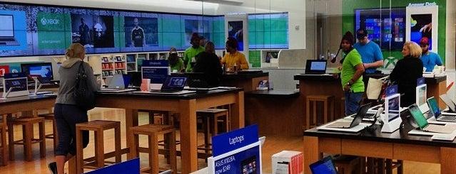 Microsoft Store is one of Orte, die Anthony gefallen.