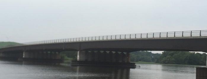 Crescent Bridge is one of Orte, die Nicholas gefallen.