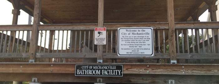 City Of Mechanicville Bathroom Facility is one of Orte, die Nicholas gefallen.