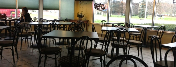 Ario's Pizza & BBQ is one of Tempat yang Disukai Nicholas.