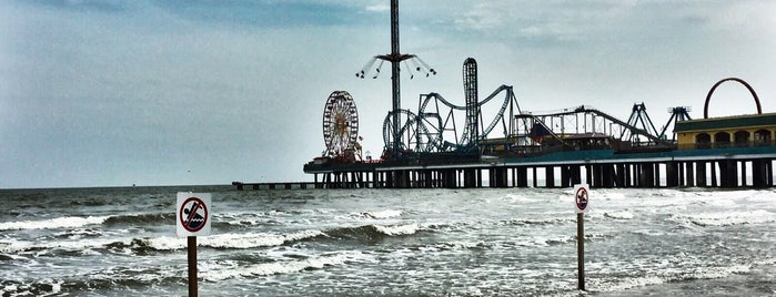Galveston Island Historic Pleasure Pier is one of Lieux qui ont plu à Priscilla.