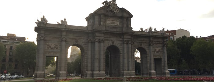 Puerta de Alcalá is one of Priscillaさんのお気に入りスポット.