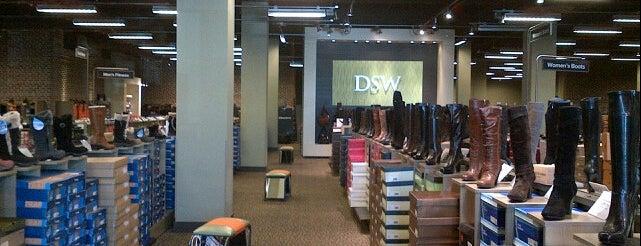DSW Designer Shoe Warehouse is one of สถานที่ที่ Kate ถูกใจ.