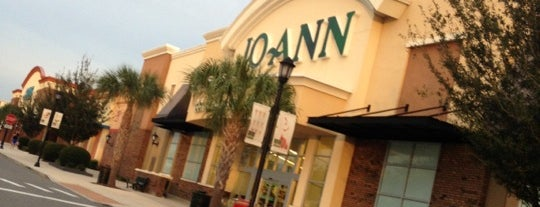 JOANN Fabrics and Crafts is one of Tempat yang Disukai Lyn.
