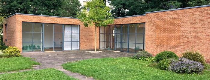 Mies van der Rohe Haus is one of 1 | 111 Orte in Berlin die man gesehen haben muss.