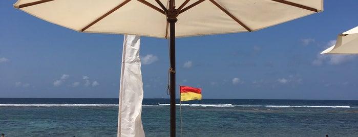 Sunday's Beach Club is one of สถานที่ที่ Martina ถูกใจ.