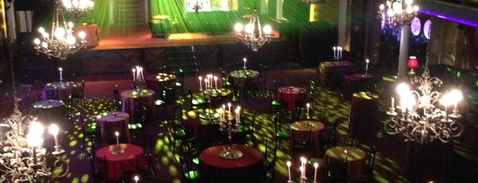 Varsity Theater & Cafe des Artistes is one of Places to Perform..