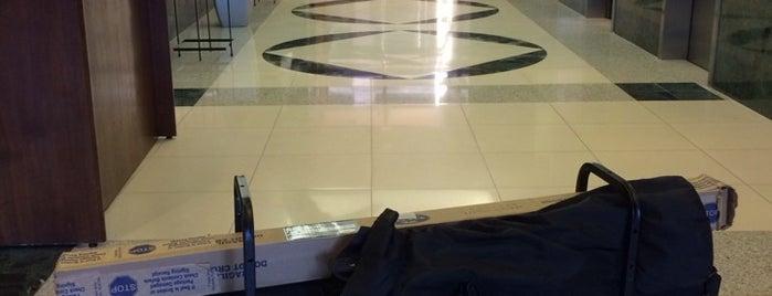 One Columbus Center is one of สถานที่ที่ Dawn ถูกใจ.