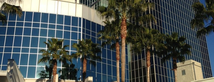 Riverside County Administration Center is one of สถานที่ที่ Karl ถูกใจ.