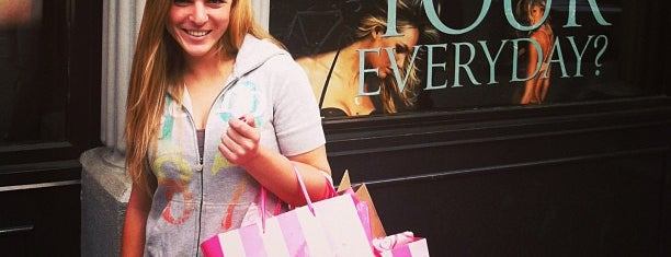 Victoria's Secret is one of ΔΕΛΘΧΕ.