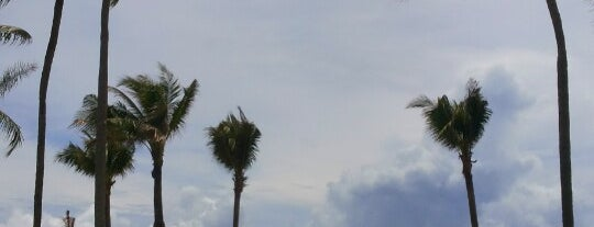 Outrigger Laguna Phuket Beach Resort is one of สถานที่ที่ Paolo ถูกใจ.