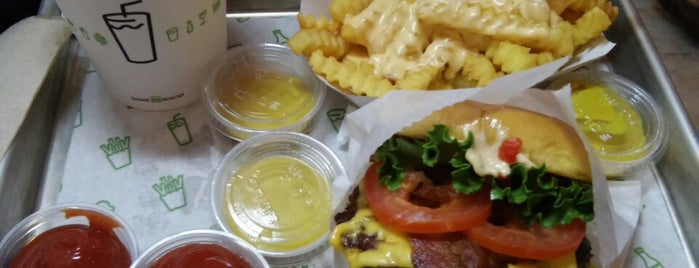 Shake Shack is one of ChiBurger Spots.