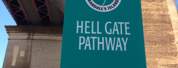 Hell Gate Pathway is one of Tempat yang Disukai Geraldine  🤡😻😆💋👋.